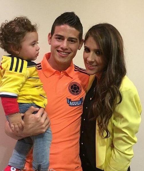 Хамес Родригес с семьёй