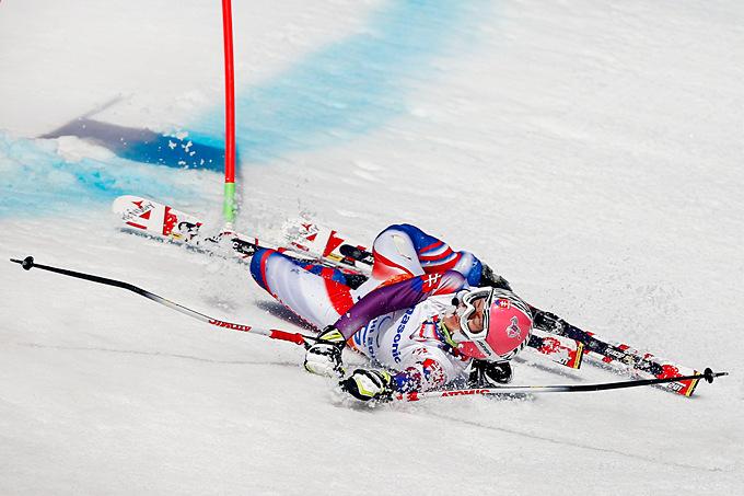 Падение Генриетты Фаркашовой из Словакии, не справившейся с прохождением дистанции в супергиганте