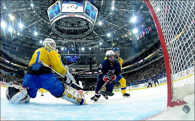23.04.2010. Хоккей. Чемпионат мира U-18. Финал. США - Швеция - 3:1. Фото 02.