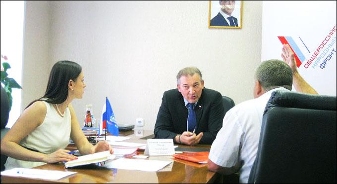 В ходе встречи была достигнута договорённость о проведении в январе следующего года в Вешкаймском районе хоккейного турнира на призы Владислава Третья