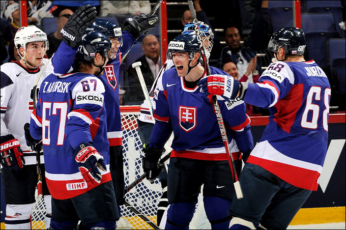 Чехи и словаки обеспечили себе участие в плей-офф только в последний день группового турнира