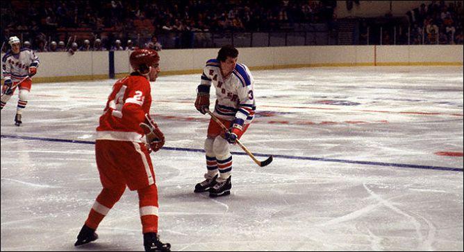 """Фрагменты сезона. 11 января 1978 года. """"Нью-Йорк Рейнджерс"""" - """"Детройт Ред Уингз""""."""