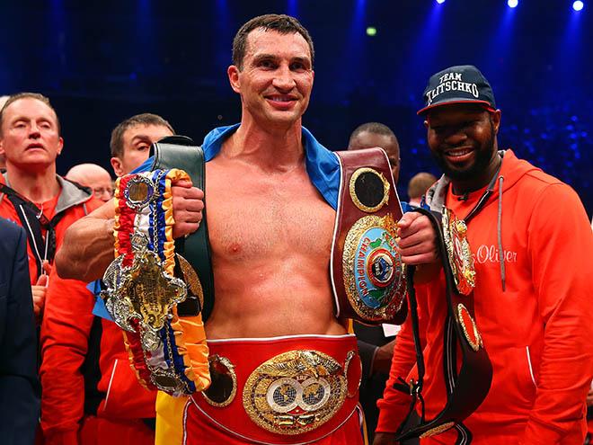 Владимир Кличко и его чемпионские пояса