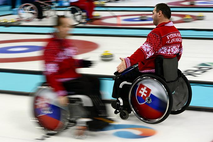 Кёрлинг на колясках более сложный вид спорта, чем его обычный вид