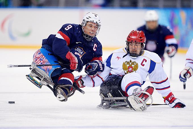Поединок следж-хоккейных сборных России и США гарантировал победителю первое место в группе