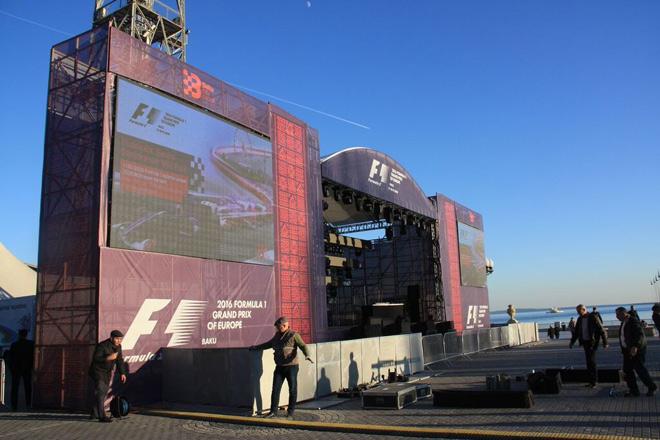 Сцена концерта, посвящённого старту продаж билетов