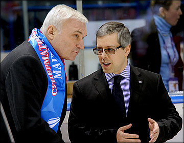 Дмитрий Ефимов (справа)