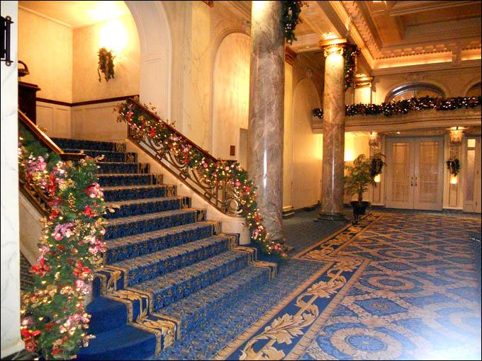 """Отель """"Fairmont Palliser"""", в котором поселилась наша команда"""