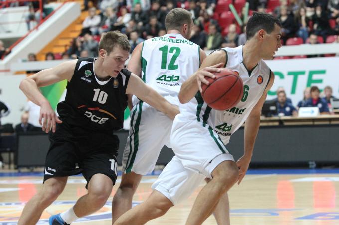 Никос Зисис (№6) — один из новичков УНИКСа