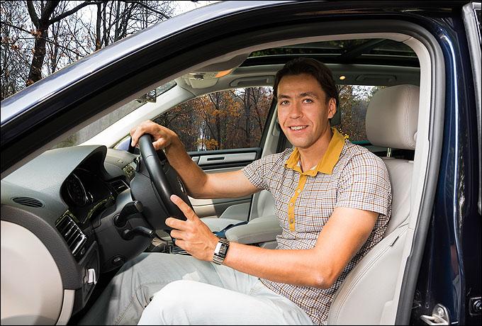 Маковеев готов водить автомобиль Touareg как с открытыми, так и с закрытыми глазами