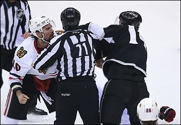 """5 июня 2013 года. Лос-Анджелес. Плей-офф НХЛ. 1/2 финала. Матч № 3. """"Лос-Анджелес"""" — """"Чикаго"""" — 3:1. """"Короли"""" зубами вцепились в соперника"""