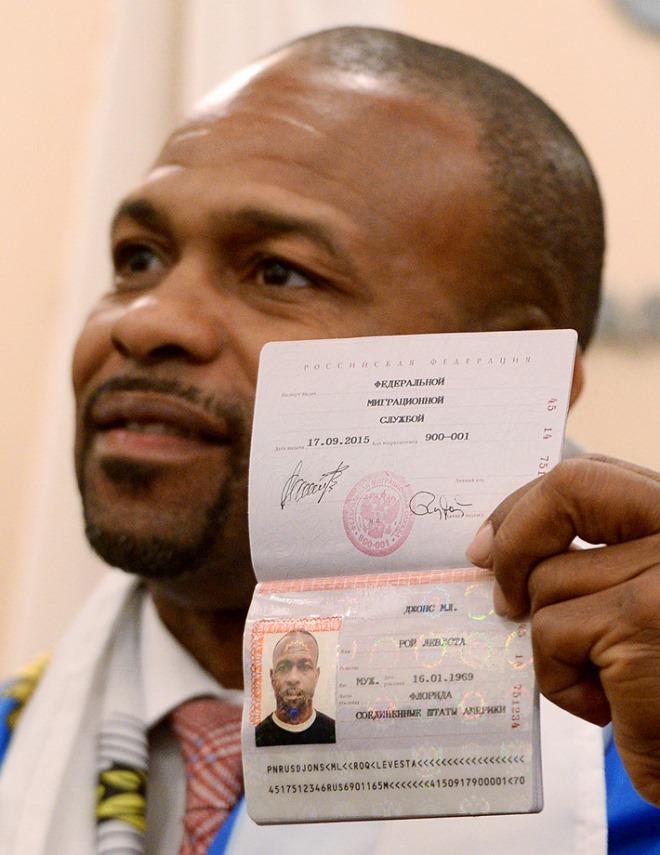 Рой Джонс с российским паспортом