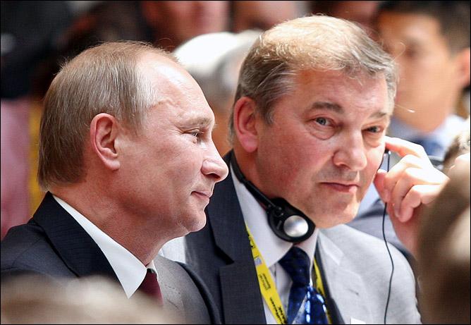 Российская делегация: Владимир Путин и Владислав Третьяк.