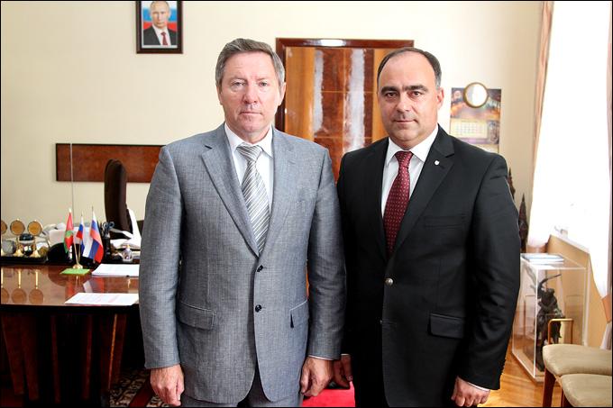 Глава администрации Липецкой области Олег Королёв и управляющий директор ВХЛ Герман Скоропупов