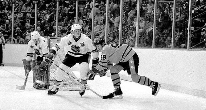 Фрагменты сезона. 5 февраля 1980 года. Детройт. Матч всех звезд. Уже в своем первом сезоне путевку на этот матч заработал Уэйн Гретцки.