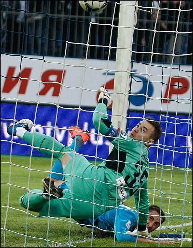 Владимир Быстров открывает счёт в матче с ЦСКА