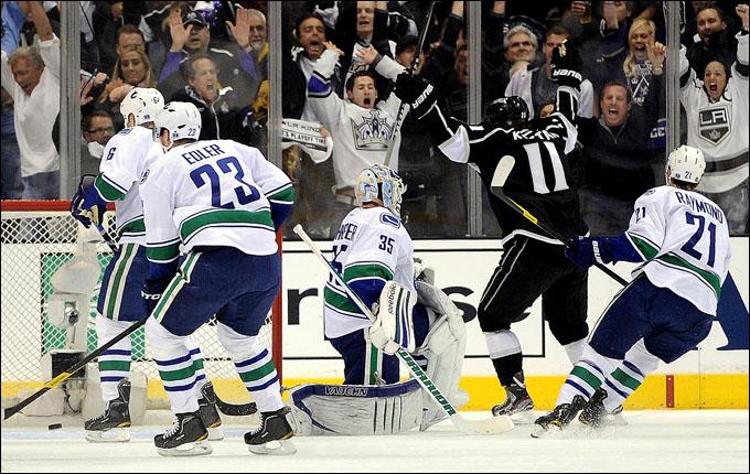 """19 апреля 2012 года. Лос-Анжелес. Плей-офф НХЛ. 1/8 финала. """"Лос-Анжелес Кингз"""" — """"Ванкувер Кэнакс"""" — 1:3"""