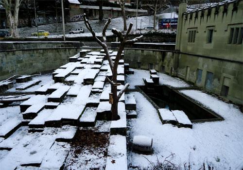 """Медвежья яма в Берне: """"жильцы"""" пока спят"""