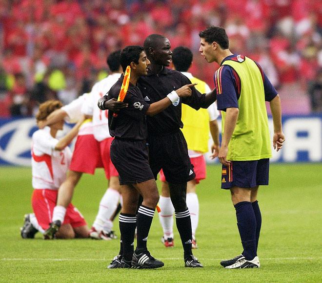 В 2002 году судьи помогали сборной Южной Кореи