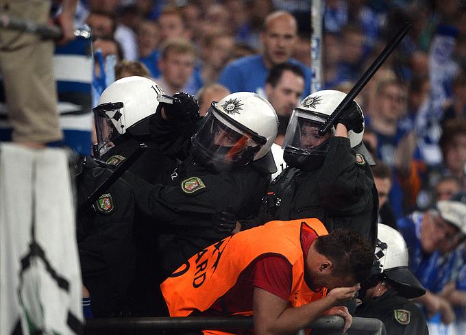 """""""Шальке"""" решил отказаться от услуг полиции на матчах, проходящих на """"Фелтинс-Арене"""""""