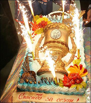 Торт с благодарностью и намёками