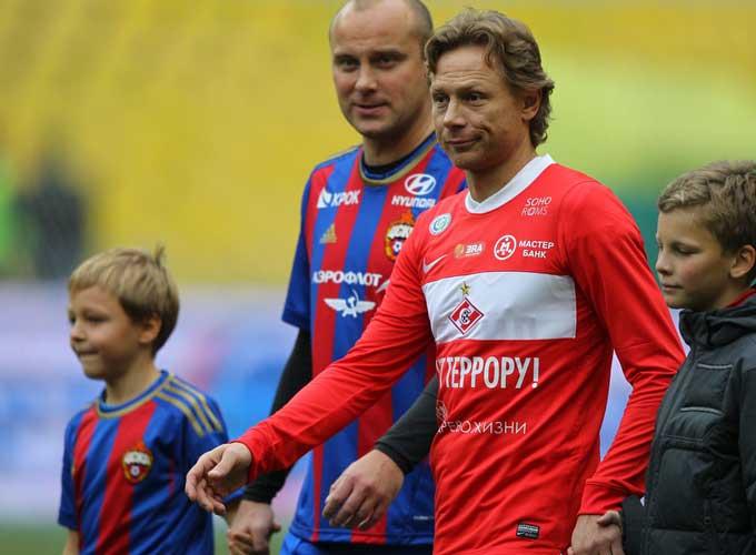Валерий Карпин в матче с ветеранами ЦСКА