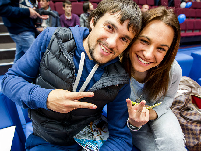 Полузащитник ФК «Зенит» Иван Соловьёв с девушкой