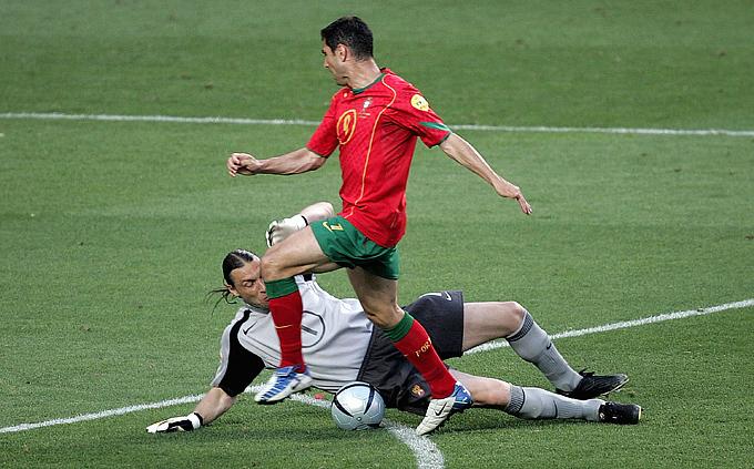 16 июня 2004 года. Россия — Португалия — 0:2. Спорный эпизод с игрой рукой Сергеем Овчинниковым