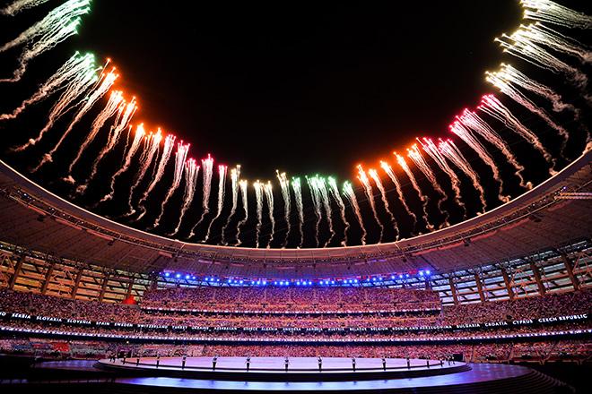 Салют над стадионом на церемонии открытия I Европейских игр в Баку