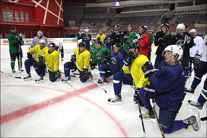 """Хоккеисты """"Югры"""" приступили к тренировкам на льду"""