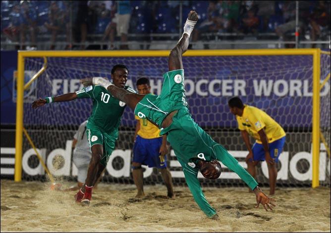 Всего за 90 секунд сборная Нигерии перевернула ход четвертьфинального поединка против Бразилии с ног на голову