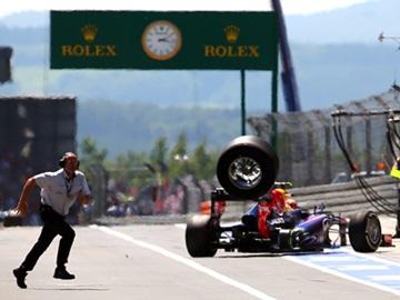 Уэббер теряет колесо на Гран-при Германии
