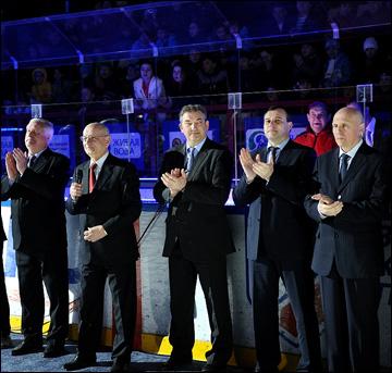 Владислав Третьяк (в центре) на открытии турнира
