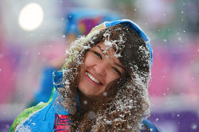 """Лыжно-биатлонный комплекс """"Лаура"""". Один из волонтёров, работающих на Паралимпиаде в Сочи"""
