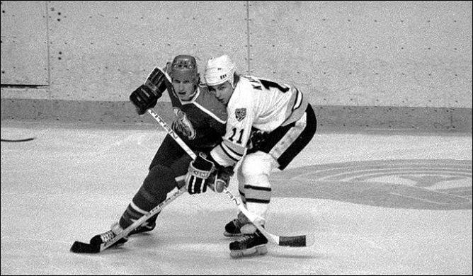"""Фрагменты сезона. 1980 год. """"Бостон Брюинз"""" - """"Эдмонтон Ойлерз"""". В игре Уэйн Гретцки."""