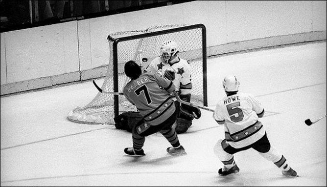 Фрагменты сезона. 10 февраля 1981 года. Лос-Анжелес. Матч всех звезд НХЛ. Билл Барбер пробивает Дона Бопрэ.