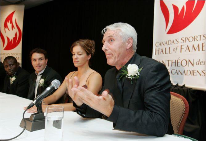 25 октября 2007 года. Майк Босси на церемонии введения в Зал хоккейной славы.