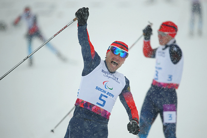 Победный финиш Кирилла Михайлова в лыжном спринте стоя