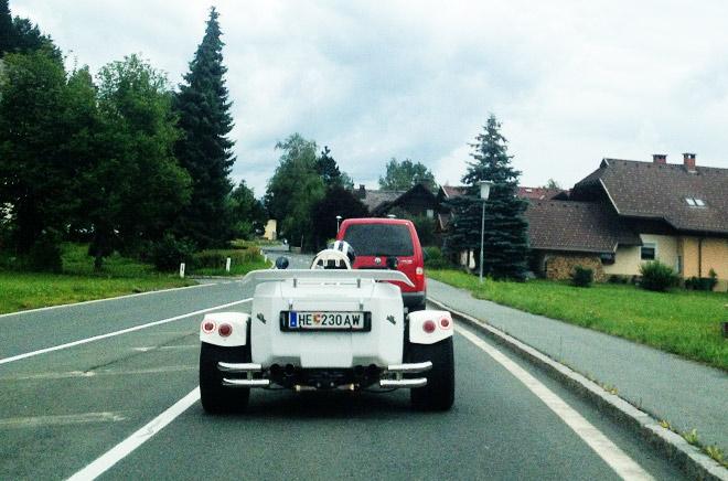Автодиковинка на альпийской дороге