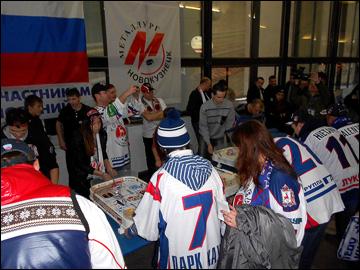 17 ноября 2013 года. Новокузнецк. Перед матчем — турнир по настольному хоккею
