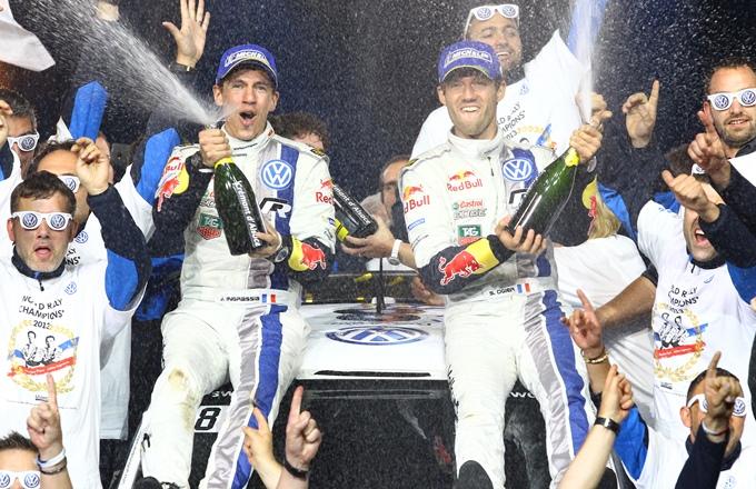 Себастьен Ожье празднует завоевание чемпионского титула