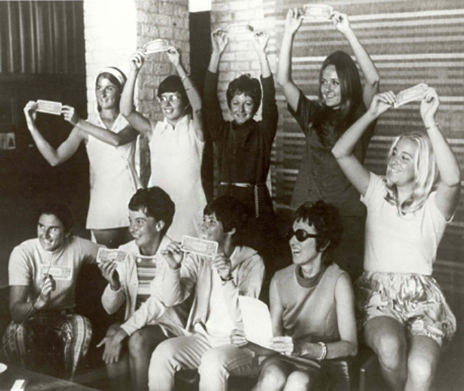 """Знаменитое """"Девятидолларовое фото"""", сделанное 23 сентября 1970 года в Хьюстоне"""