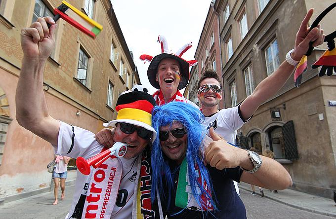 """Немцы скандируют """"Arrivederci, Italia!"""" (""""До свидания, Италия!""""), на что итальянцы в тон отвечают """"В Киеве!"""""""