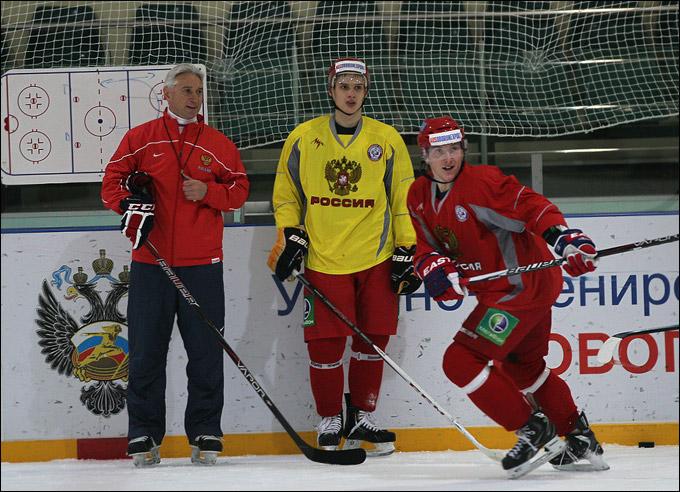Вадим Шипачёв (в центре)