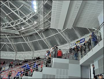 Во Владивостоке нижегородских болельщиков загнали на самую верхотуру