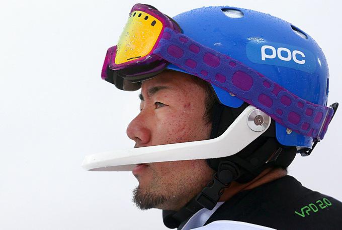 Акира Кано из Японии по-восточному сосредоточенно изучает дистанцию, которую ему предстоит преодолеть