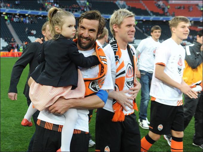 Дарио Срна с дочкой