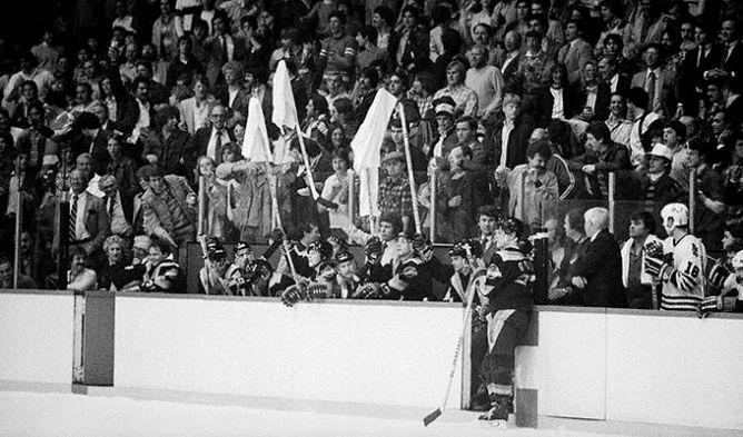 """Фрагменты сезона. 29 апреля 1982 года. Финал конференции Кэмпбелла. """"Чикаго Блэкхоукс"""" - """"Ванкувер Кэнакс"""". В ожидании овертайма."""