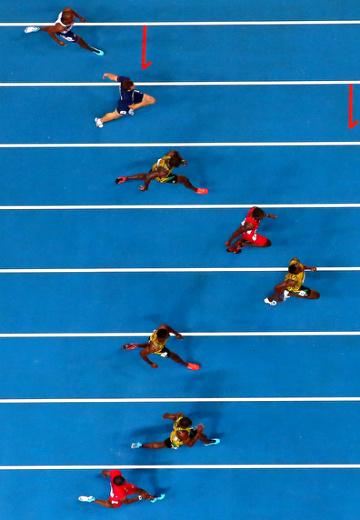 Финиш финала бега на 100 метров (вид сверху)