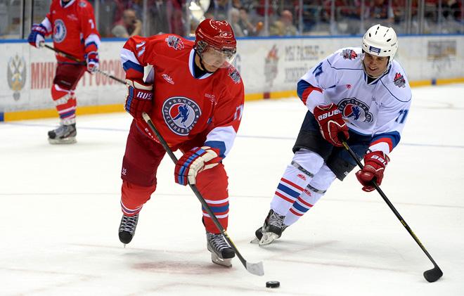 10 мая 2010 года. Сочи. Гала-матч Ночной хоккейной лиги. Атакует Владимир Путин